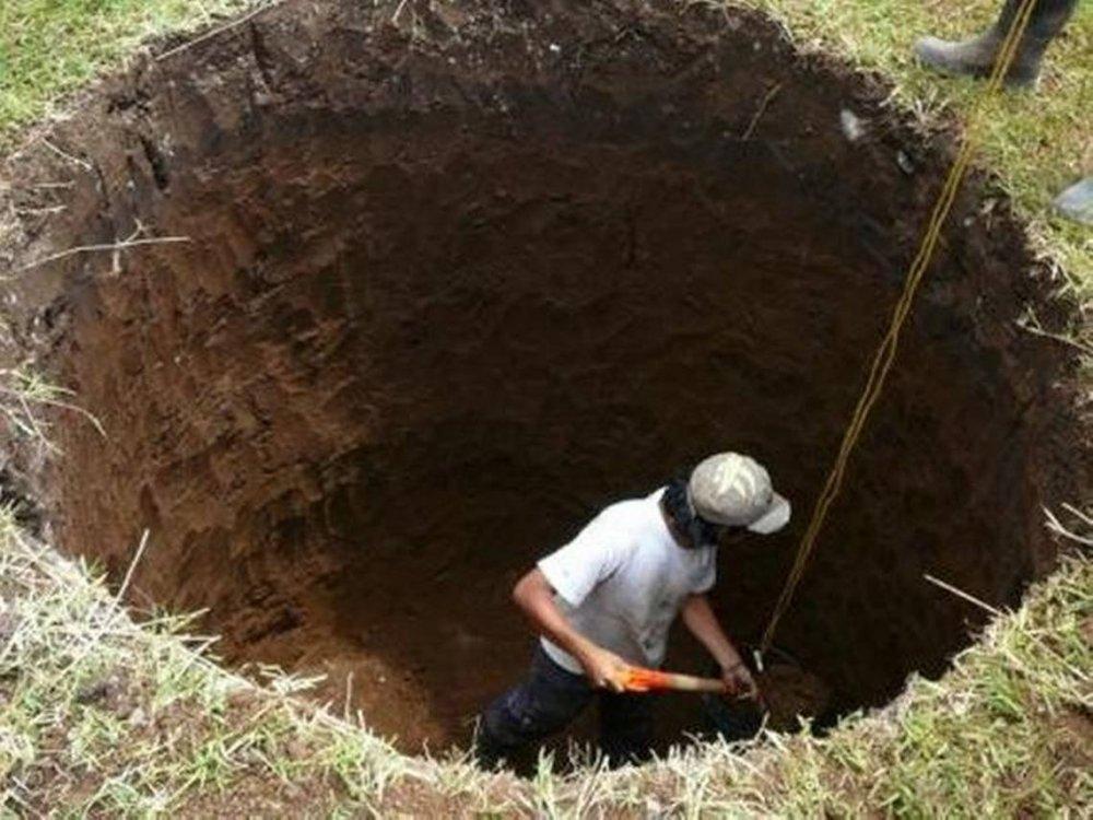 digginghole.jpg